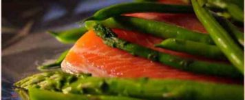 Easy & Healthy Baked Salmon with Asparagus & Green Beans